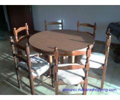 Soggiorno con tavolo e 6 sedie